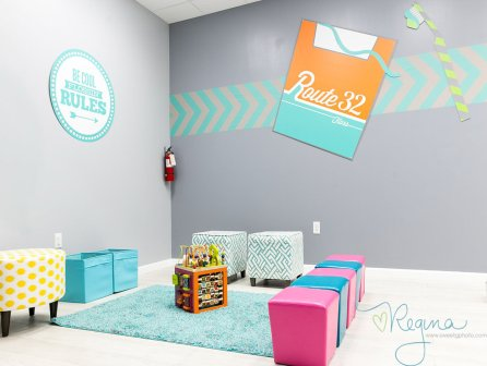Route 32 Dental kids play room sitting area